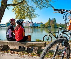Cyclists having a break at the river Inn