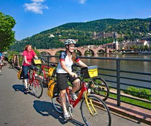 Radler am Neckar bei Heidelberg