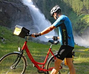 Cyclist in front of the waterfalls in Krimml