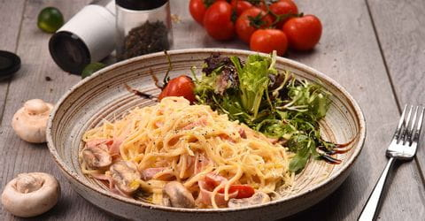 Pasta with ham and mushrooms