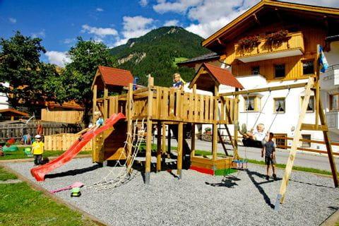 Ferienhof schöne Aussicht mit Spielplatz und Ausblick in die Berge