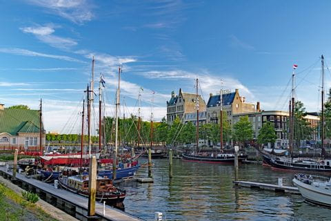 Kleine Hafeneinfahrt in Südholland auf der Tour mit der MS Normandie