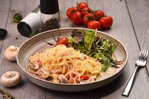 Pasta mit Schinken und Pilzen