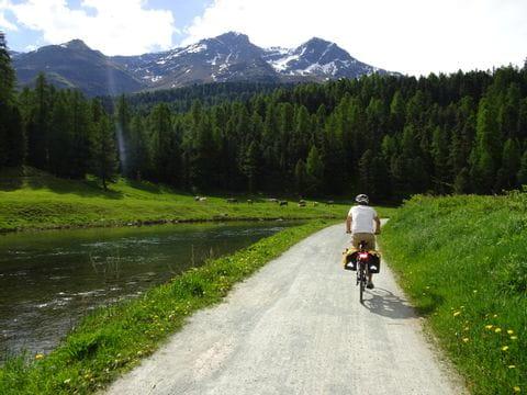Cyclist along the Inn cycle path