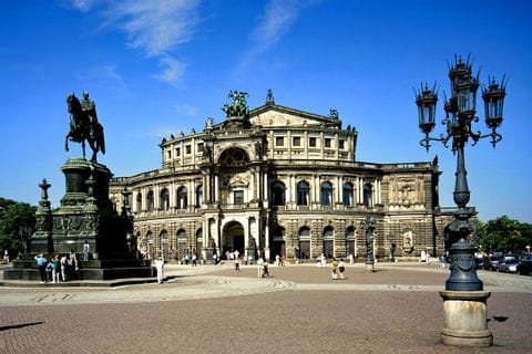 Theaterplatz und Semperoper in Dresden