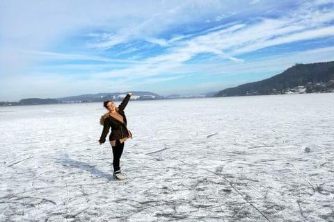 Sarah beim Eislaufen