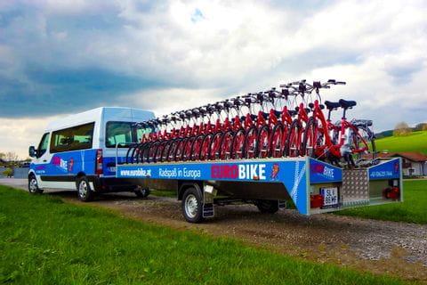 Busanhänger mit unseren Leihrädern