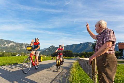 Radfahrer werden freundlich begrüßt im Chiemgau