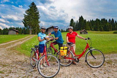 Radfahrer machen Pause im Werdenfelser Land
