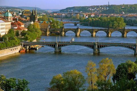 Prag mit seinen prachtvollen Brücken