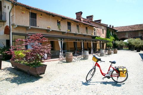Bike infront a a tuskany house in Saluzzo