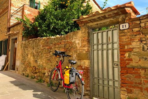 Bike in front of Tuscan house