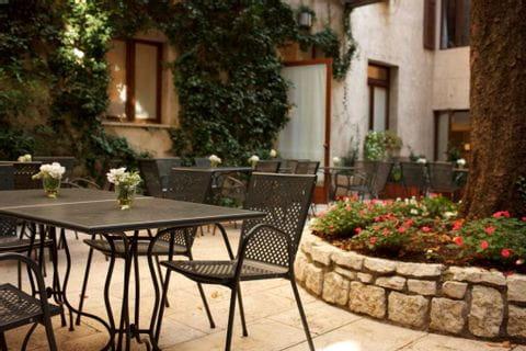 Frühstück mit Croissants im Hotel Accademia in Trient