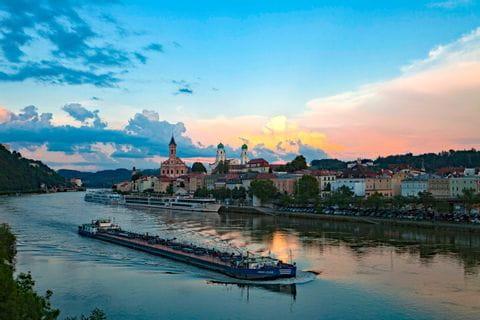 Schiffe im Hafen von Passau