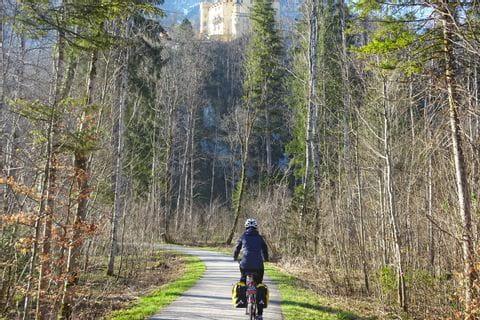Radfahrer während der kalten Jahreszeit in Bayern
