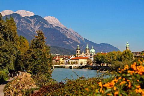 Blick auf den Inn und die Altstadt von Innsbruck