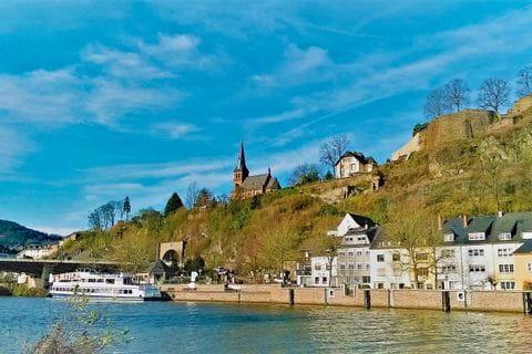 Blick über die Saar auf Saarburg