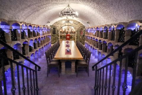 Weinkeller mit Kapelle