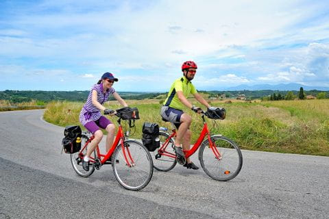 Cyclists in the beautiful tuscany landscape