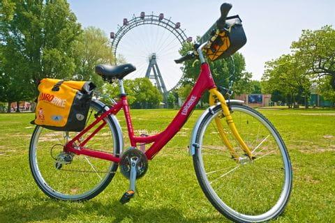 Fahrrad vor dem Riesenrad in Wien