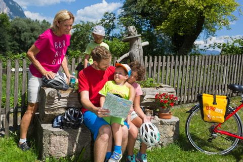 Family taking a break on the Tauern Cycle Path