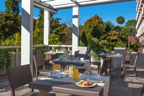 Terrasse vom Hotel Buja