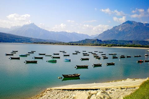 Boote im Lago di Santa Croce