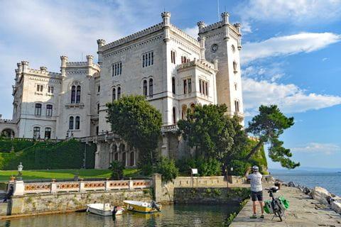 Schloss Miramare am Meer