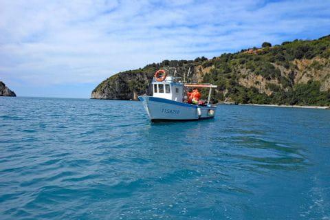 Kleines Fischerboot am Meer