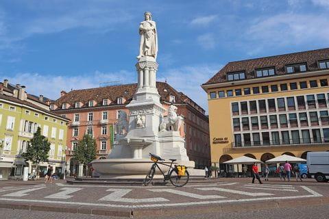 Fahrrad am palazzo alla fondazione in Bozen