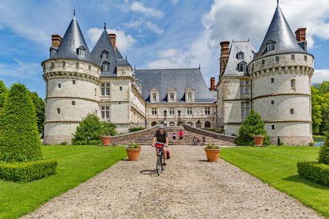 """Renaissance castle """"Château de Mesnières"""""""