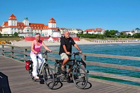 Cyclists on the great Rügen bike tour