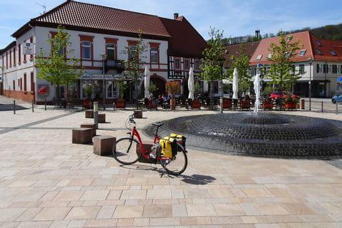 Fahrrad am Marktplatz Bad Bergzabern