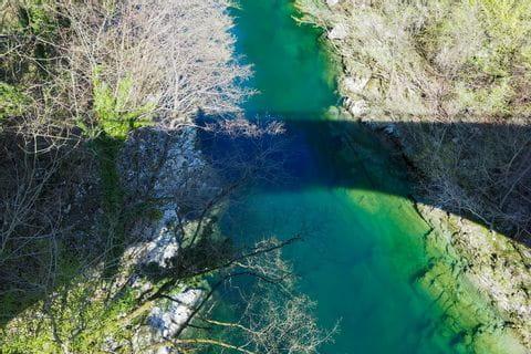 Ausblick auf Fluss Soca von Brücke