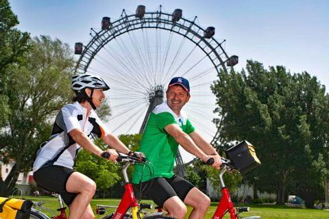 Radfahrer vor Wiener Riesenrad