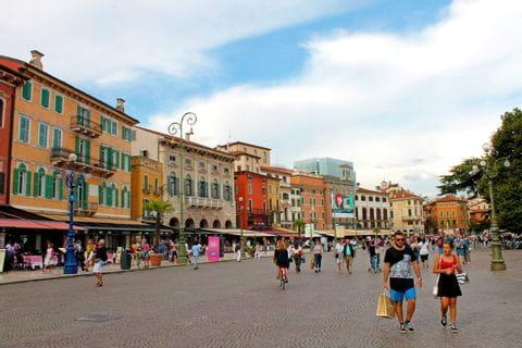 Platz vor der Arena in Verona
