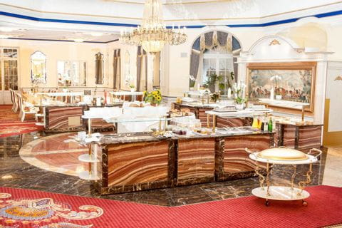 Buffet of Häckers Grand Hotel