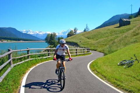 Cycle path at Lake Reschen