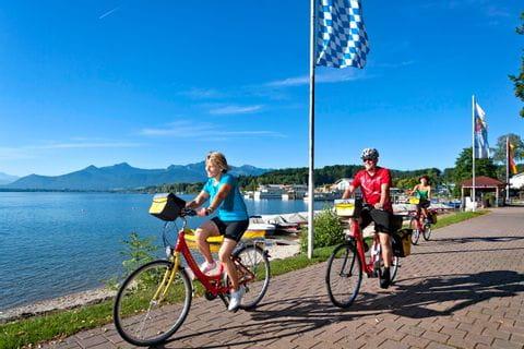 Eurobike Radler am Ufer des Chiemsees