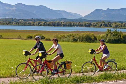 Eurobike Radler auf Radweg bei Breitenbrunn