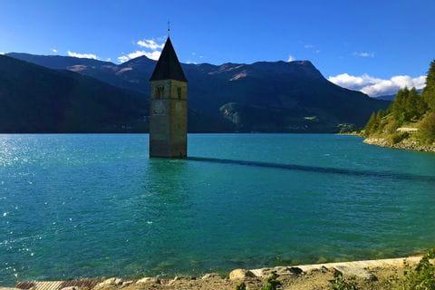 Kirchturm von Graun im Reschensee
