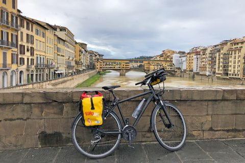 Fahrrad auf Brücke in Florenz