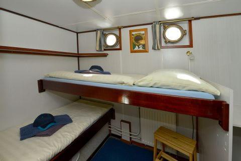 2-Bett-Kabine, ein Bett erhöht, MS JAN van SCOREL