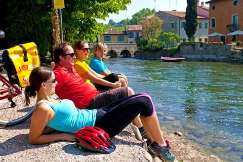 Radpause an der Etsch entlang der Radreise von Bozen nach Venedig