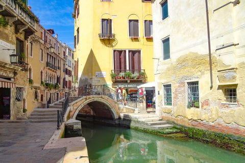 Venedig Brücke über Kanal