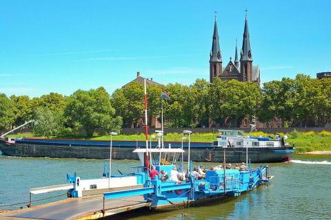 Faehre Fluss Maas