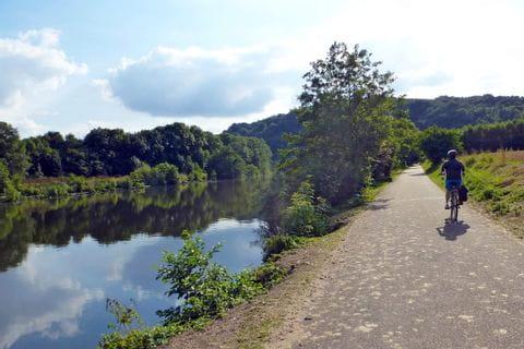 Ruhr-Radweg mit Radfahrer
