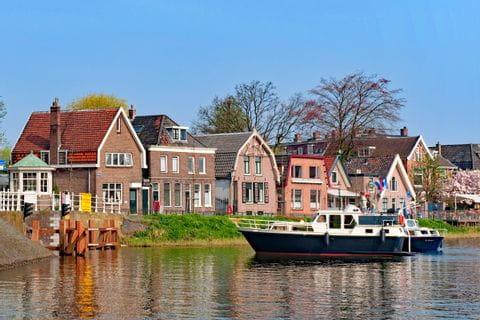 Häuser am Flussufer