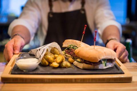 Burger im Restaurant Lagana