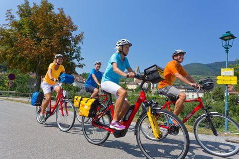 Radfahrer am Donau Radweg